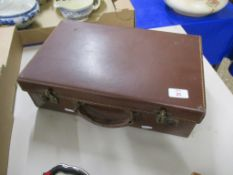 OLD STYLE LEATHER SUITCASE