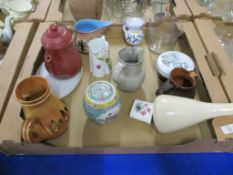 CERAMIC WARES INCLUDING AN ITALIAN POTTERY JUG, SMALL CHINESE PORCELAIN JAR AND COVER ETC