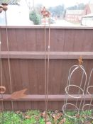 PAIR OF METAL FLOWER ON STICK GARDEN ORNAMENTS, EACH APPROX 148CM