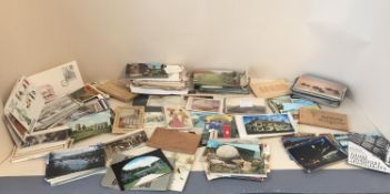 Quantity of postcards from around the world, C20th and possibly earlier, and to include Historical