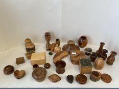 Qty of modern mixed wood treen