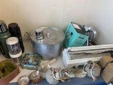 Qty of general household clearance items to include vacuum flask, jam pan, hotplate, fan, bath items