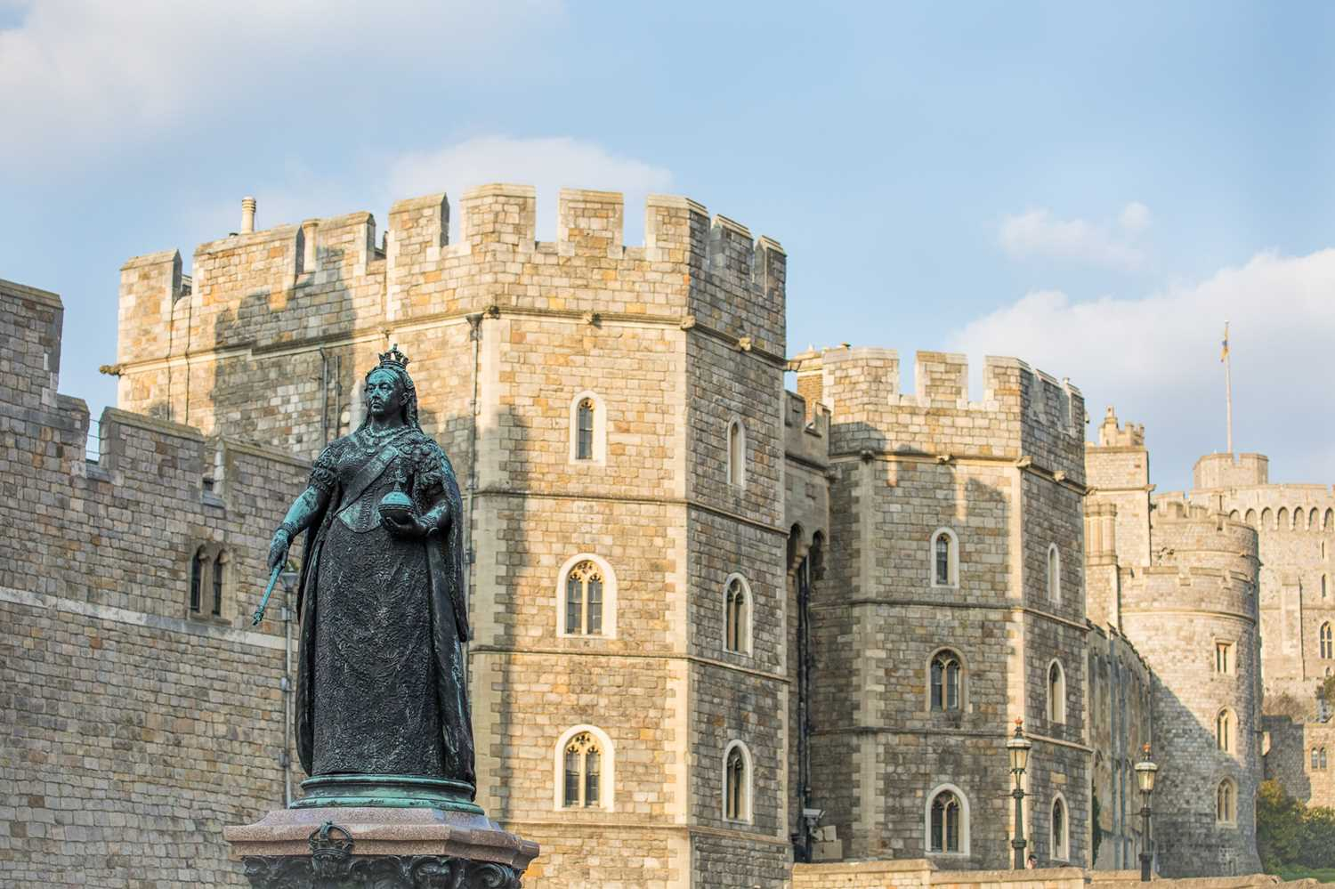 Private Tour of Windsor Castle for 10 Couples with Dinner & Overnight Stay at the Sir Christopher