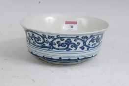 A Chinese export bowl, the interior centre having 6 character mark within circle, the exterior