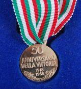 An Italian 18ct gold 50th Anniversario Della Vittoria 1918-1968 commemorative medal, stamped 750,