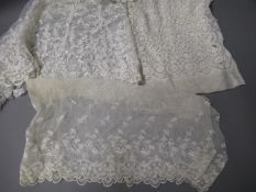 Box containing a large quantity of various lace pieces, embroidered linen and table linen, remnants,