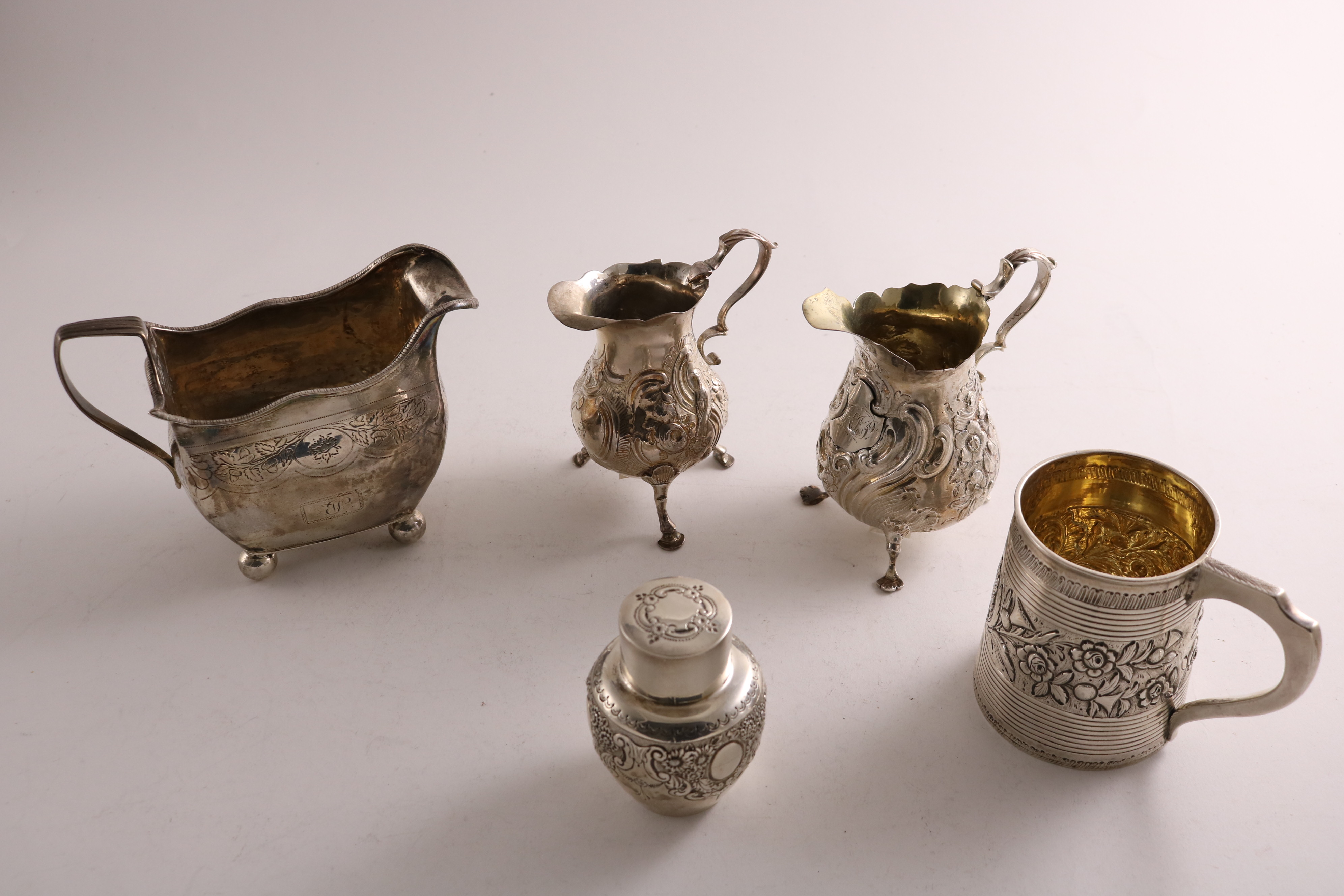 Lot 42 - A MIXED LOT OF SILVER:- A George III Irish cream jug on ball feet, initialled, a Victorian