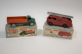 DINKY TOYS - COMET WAGON a boxed Dinky Toys 932 Comet Wagon with green cab and orange tailboard.