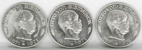 """Drei Silbermedaillen """"Otto von Bismarck"""" - Ewig lebt der Reichskanzler. Silber 925. Gesamtgewicht:"""