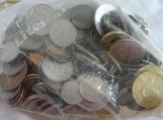 Lot Münzen aus Haushaltsauflösung, alle Welt, undurchsuchte Fundgrube, Gewicht ca. 933 g. Lot of