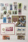 Kleine Sammlung DDR in zwei Ringordner, gestempelt, mit Blöcken. Small GDR collection in two ring