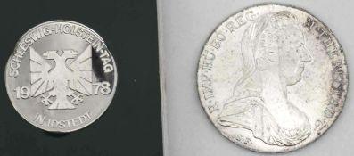 """Österreich 1780, Maria Theresia -Taler. Gewicht: ca. 28,1 g. Dazu Medaille """"Schleswig - Holstein -"""