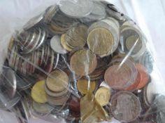 Lot Münzen aus Haushaltsauflösung, alle Welt, undurchsuchte Fundgrube, Gewicht ca, 2,1 kg. Lot of
