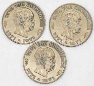 """Drei Medaillen """"Otto von Bismarck"""". Messing. Gesamtgewicht: ca. 42,4 g. Durchmesser: ca. 35 mm."""