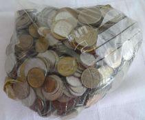 Lot Münzen aus Haushaltsauflösung, alle Welt, undurchsuchte Fundgrube, Gewicht ca. 2,9 kg. Lot of
