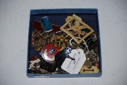 SMALL COLLECTION OF ASSORTED COSTUME JEWELLERY INCLUDING BROOCHES, ASSOCIATION BADGES, EARRINGS,