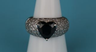 Fine 18ct white gold heart shaped sapphire & diamond encrusted ring (Size: N)