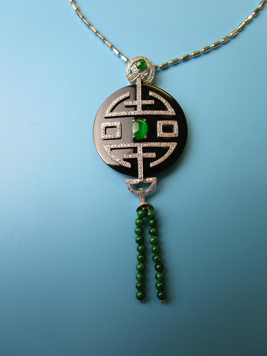Fine 18ct white gold onyx, diamond & jade pendant on chain - Image 3 of 4