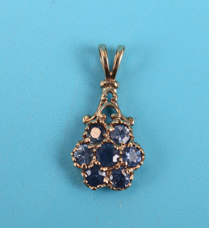 Gold sapphire set pendant