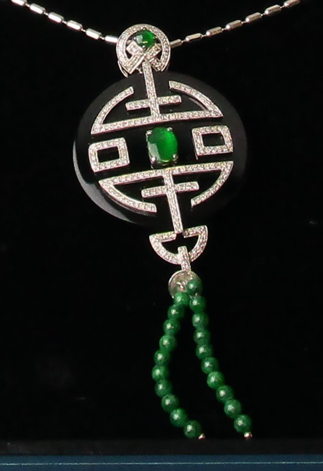 Fine 18ct white gold onyx, diamond & jade pendant on chain - Image 2 of 4