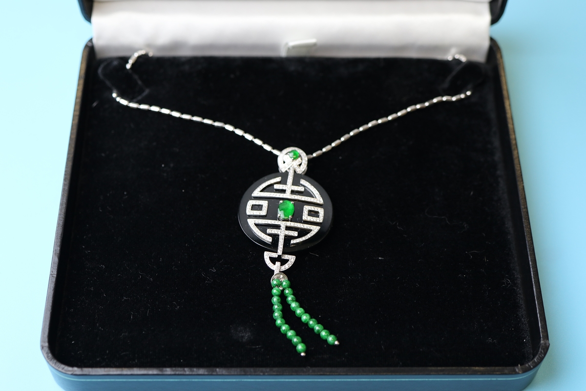 Fine 18ct white gold onyx, diamond & jade pendant on chain