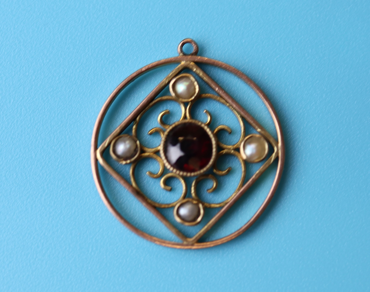 Antique gold garnet & pearl pendant - Image 3 of 3