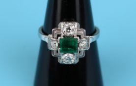 Fine Art Deco 18ct white gold emerald & diamond set ring (Size: O½)