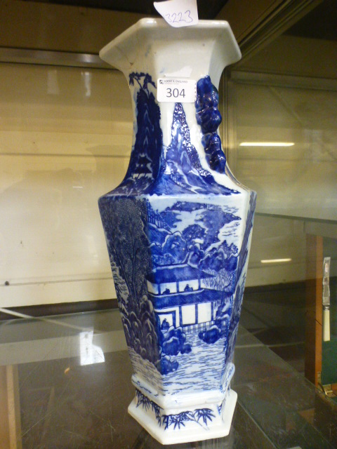 Lot 304 - A Chinese style blue and white vase