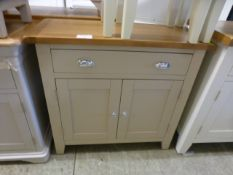 An oak topped single drawer and two door cabinet (22.