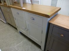 An oak topped two drawer over two door cabinet (19.