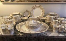 DINNER SERVICE, English fine bone china, Royal Worcester 'Hyde Park', twelve place, six piece
