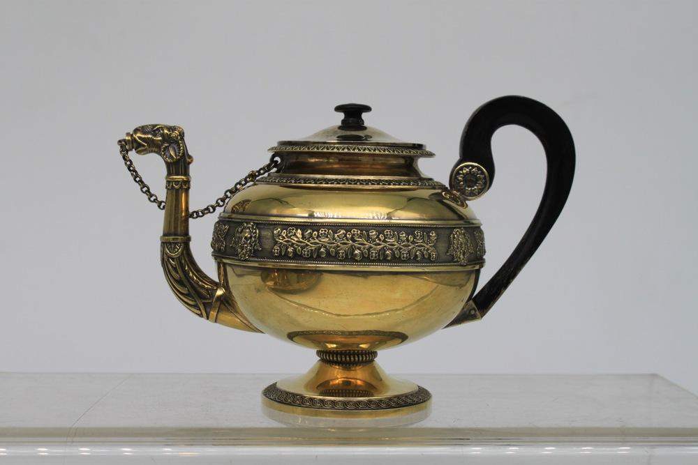 Lot 55 - Servizio da the e caffè in argento dorato - A gilt silver tea and coffee service