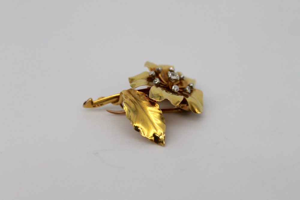 Lot 33 - Spilla in oro - A gold brooch