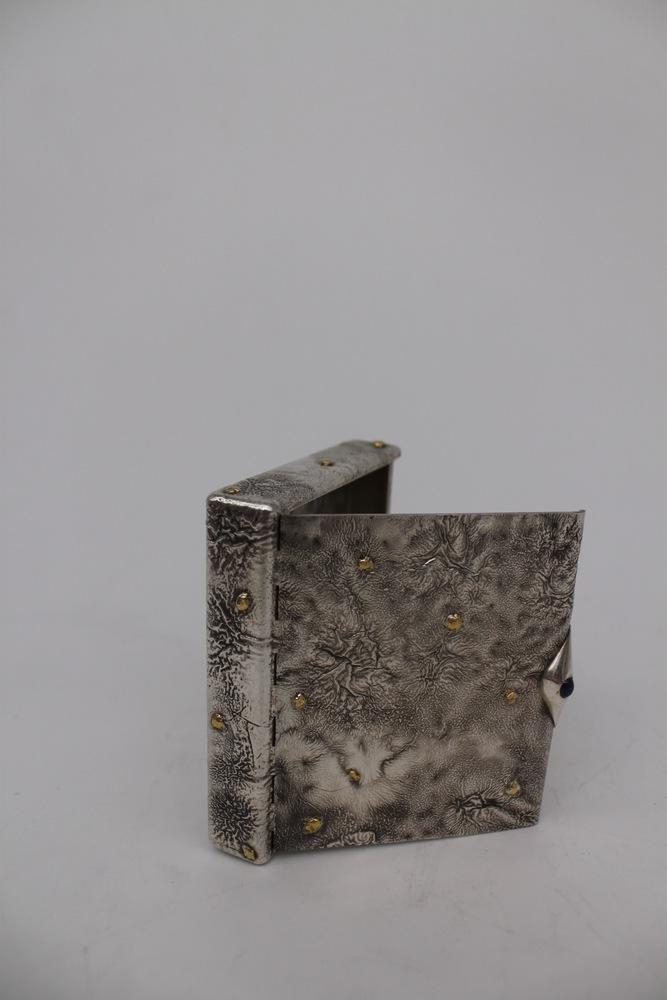 Lot 30 - Porta sigarette in oro e argento - A gold and silver cigarette case