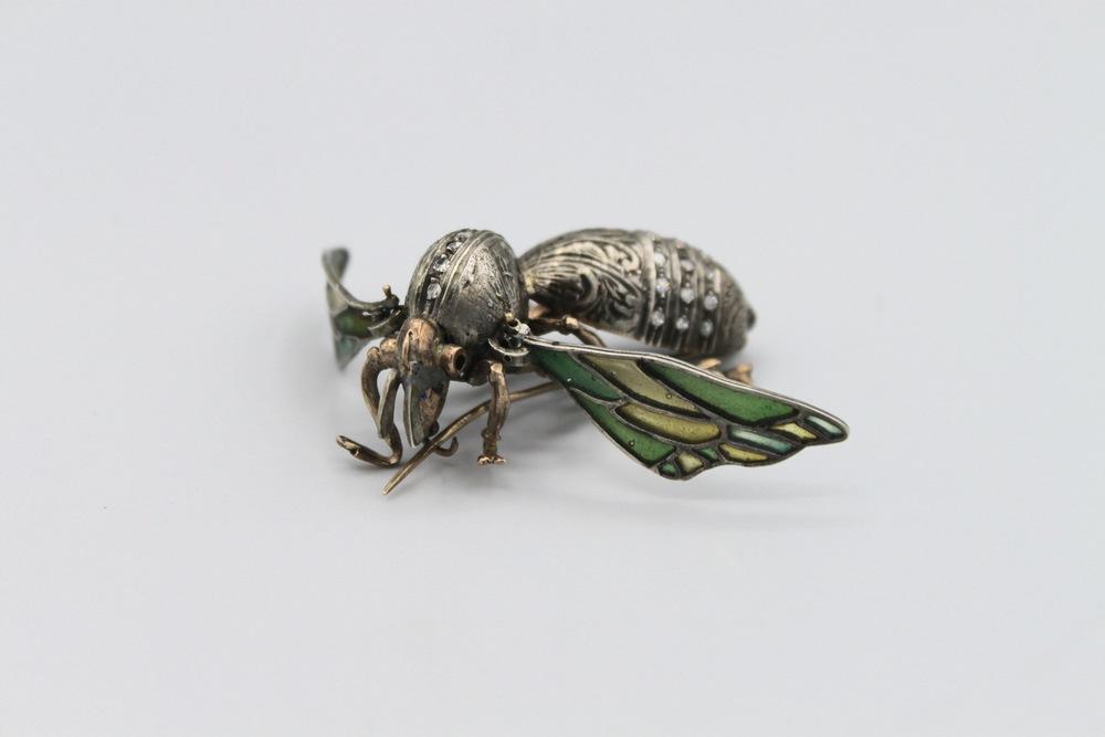 Lot 37 - Spilla in oro e argento a forma di ape - A gold and silver brooch in tha hape of a bee