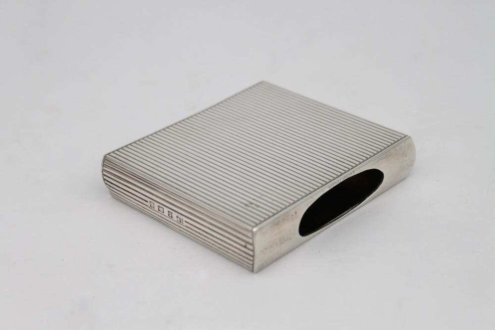 Lot 28 - Porta sigarette in argento - A silver cigarette case.