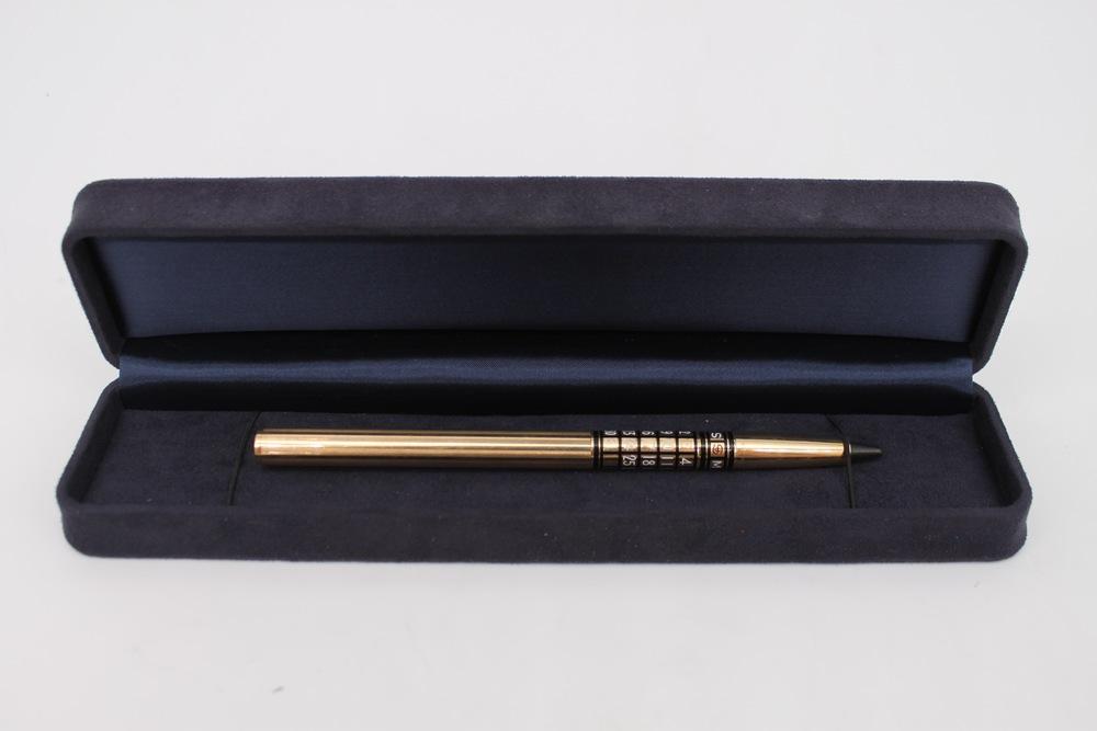 Lot 32 - Matita in oro con smalti - A 9 kt. gold and enamel pencil