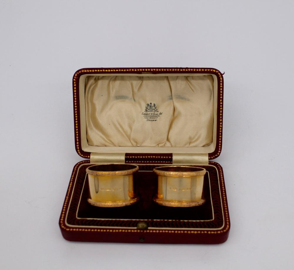 Lot 27 - Coppia di porta tovaglioli in oro 9 kt. - A pair of 9 kt. gold napkin rings