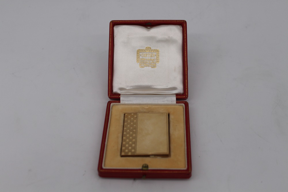 Lot 31 - Porta ritratti in oro - A 9 kt. gold picture frame