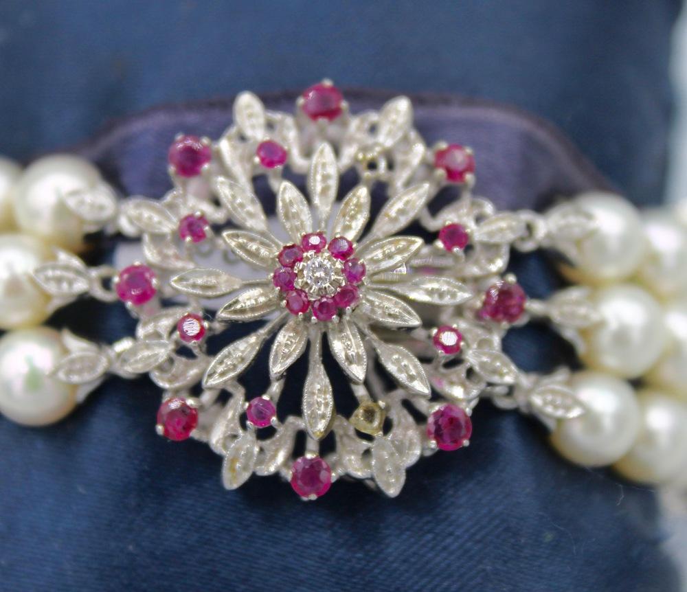 Lot 36 - Bracciale con perle , rubini e brillanti - A bracelet with pearls , rubies and brilliants