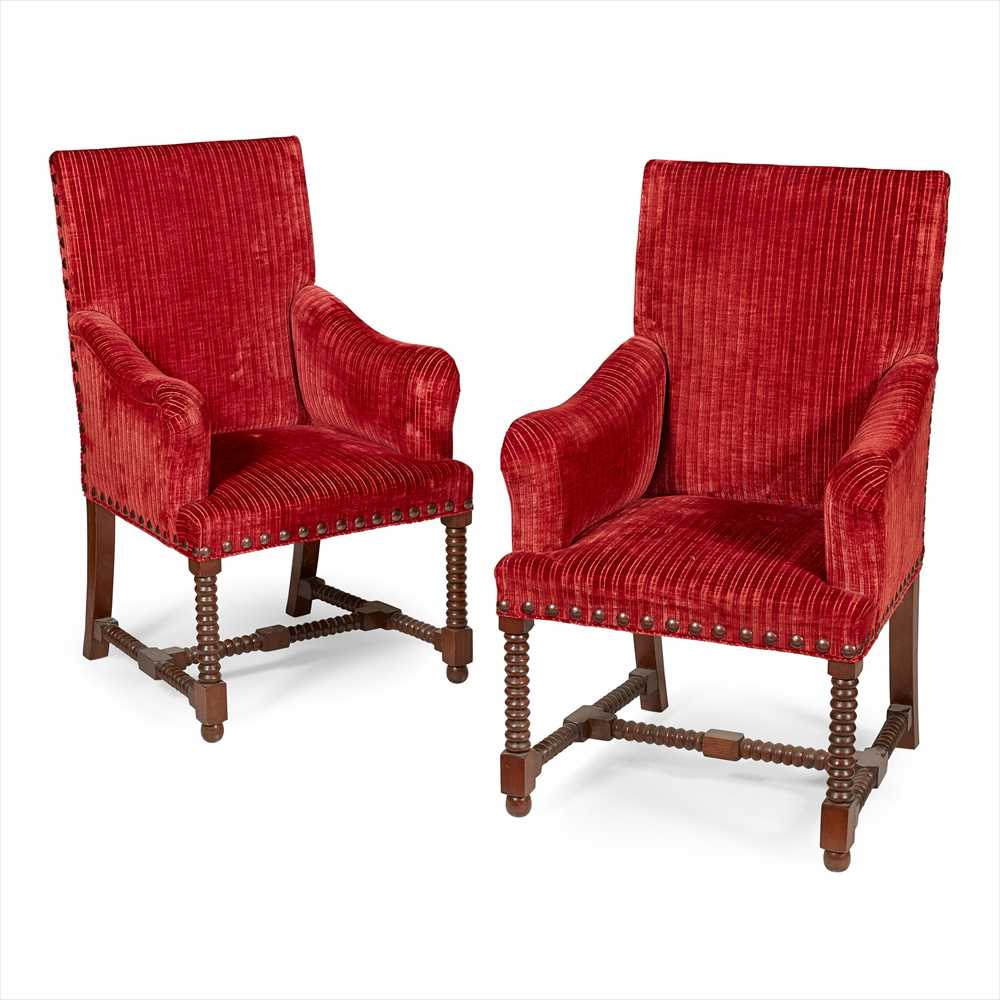Lot 30 - SET OF TEN WILLIAM AND MARY STYLE DINING CHAIRS MODERN