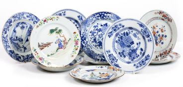 A COLLECTION OF SEVENTEEN ANTIQUE CHINESE PORCELAIN PLATES ranging between 20cm and 25cm diameter