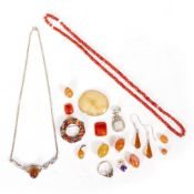 A QUANTITY OF JEWELLERY to include coral bead necklace, a carnelian and silver brooch 3.3cm