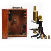 AN EARLY 20TH CENTURY MICROSCOPE by J Swift & Son of London, with coarse and fine focusing, focusing