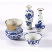 Group of four blue and white pieces Chinese, 18th/19th Century including a tea bowl 8.5cm, two small