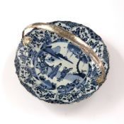 Blue and white dish Chinese, Kangxi Period (1662-1722) decorated to the centre with figures by a
