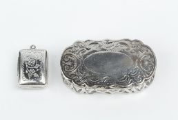 A WILLIAM IV SILVER VINAIGRETTE, engraved with foliage and with pierced gilt hinged grille, maker