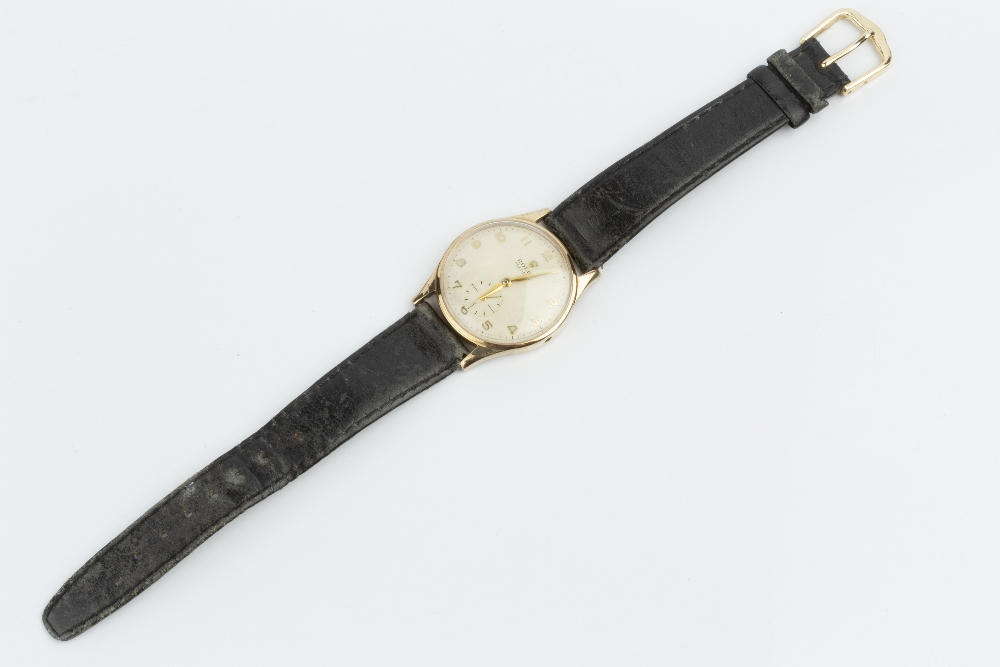 A GENTLEMAN'S 9CT GOLD 'PRECISION' WRISTWATCH BY ROLEX, the circular silvered dial with gilt - Image 2 of 3