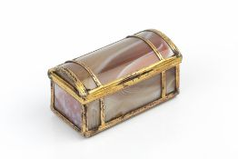 A 19TH CENTURY CONTINENTAL AGATE DOME TOPPED BOX, with gilt metal banded mounts, 5.5cm wide