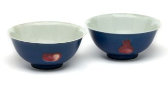 A PAIR OF CHINESE COPPER-RED AND BLUE-GROUND SANDUO BOWLS, 20TH CENTURY